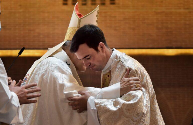 """El Cardenal Osoro, en la ordenación sacerdotal del P. Pou, L.C.: """"Rafael, dar el amor de Dios va a ser tu oficio: muestra el rostro de Cristo"""""""